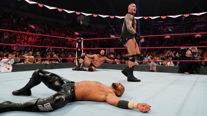 Drew McIntyre se burla de Randy Orton