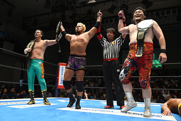"NJPW: ""New Japan Road"" Se expuso título de tercias 5"