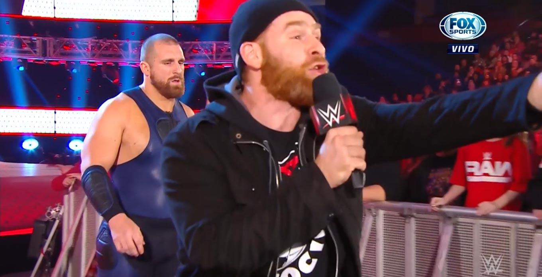 WWE RAW (9 de diciembre 2019) | Resultados en vivo | Rey Mysterio vs. AJ Styles 16
