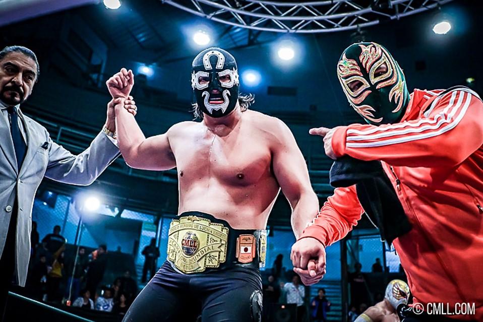 CMLL: Cuatrero defendió el Campeonato Mundial de Peso Medio 1