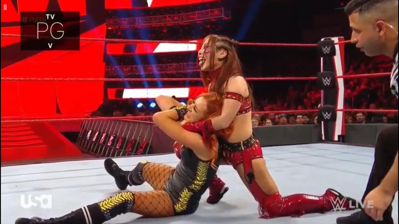 WWE RAW (20 de enero 2020) | Resultados en vivo | Andrade vs. Rey Mysterio en escaleras 25