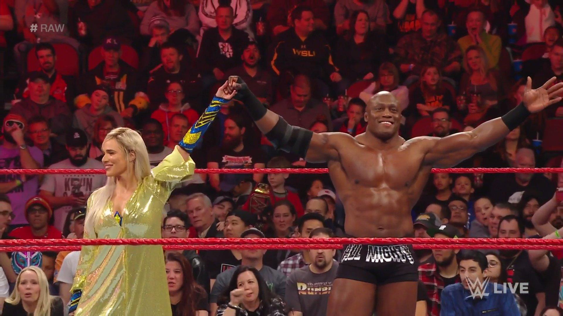 WWE RAW (20 de enero 2020) | Resultados en vivo | Andrade vs. Rey Mysterio en escaleras 43
