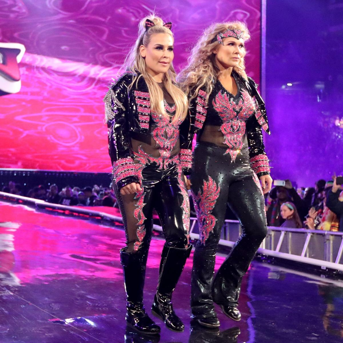 Charlotte Flair vs. Beth Phoenix
