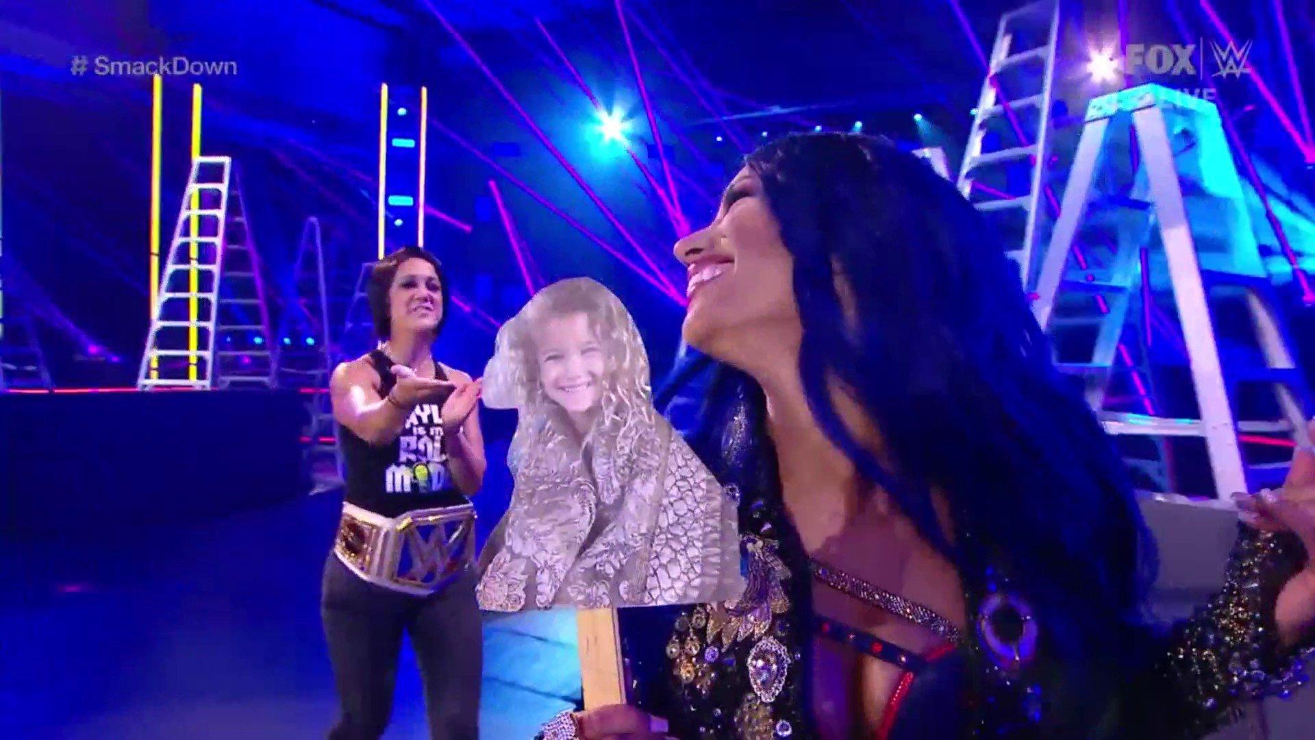 WWE SMACKDOWN (24 de abril 2020) | Resultados en vivo | 25 años de Triple H 18