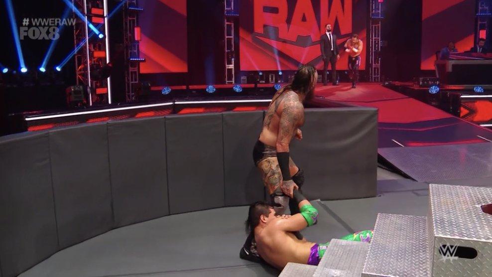 WWE RAW (18 de mayo 2020) | Resultados en vivo | King Corbin viene por Drew McIntyre 5