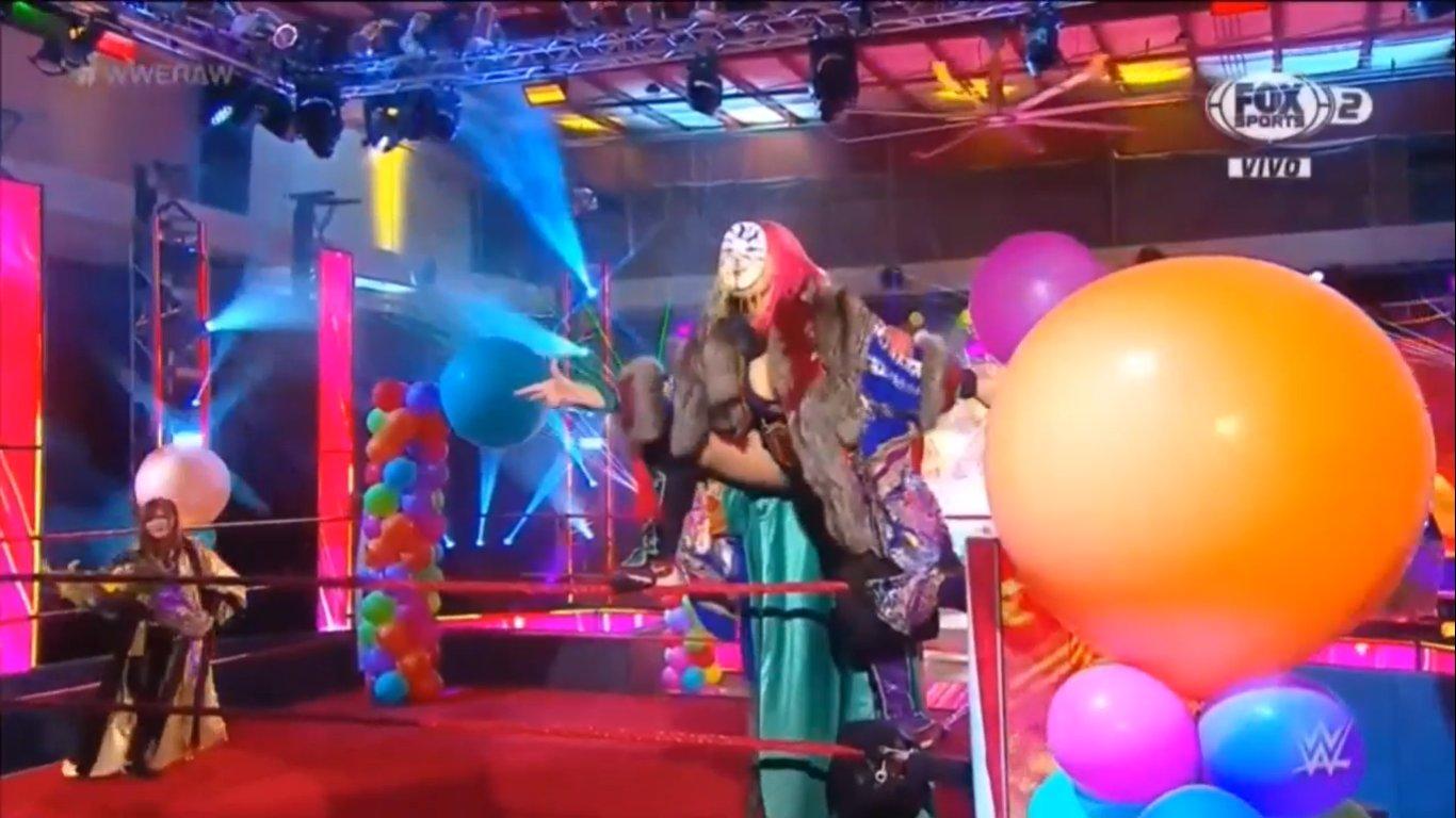 WWE RAW (18 de mayo 2020) | Resultados en vivo | King Corbin viene por Drew McIntyre 10