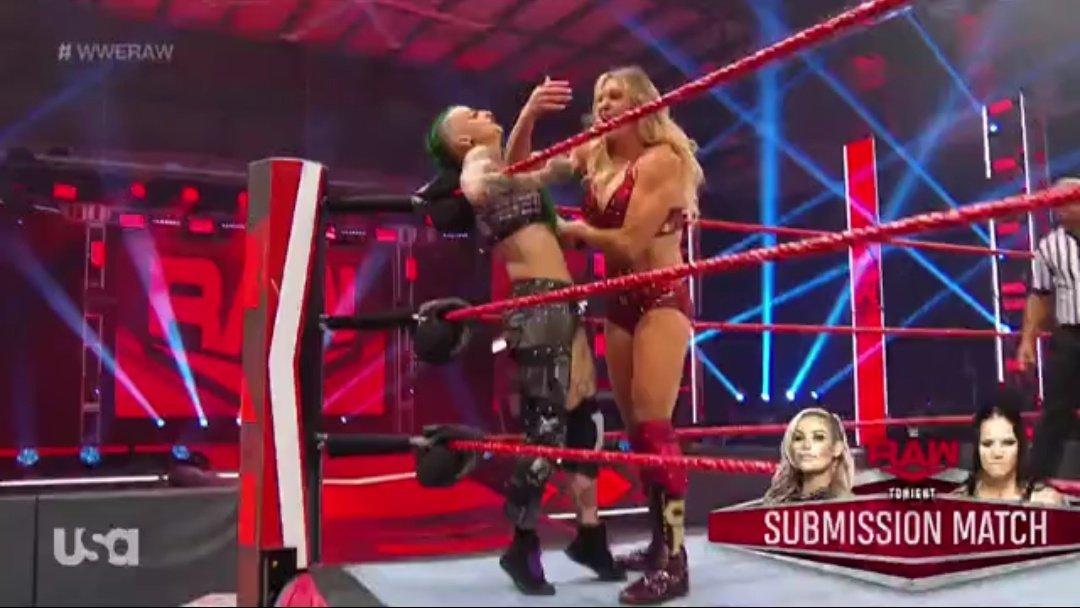 WWE RAW (18 de mayo 2020) | Resultados en vivo | King Corbin viene por Drew McIntyre 8