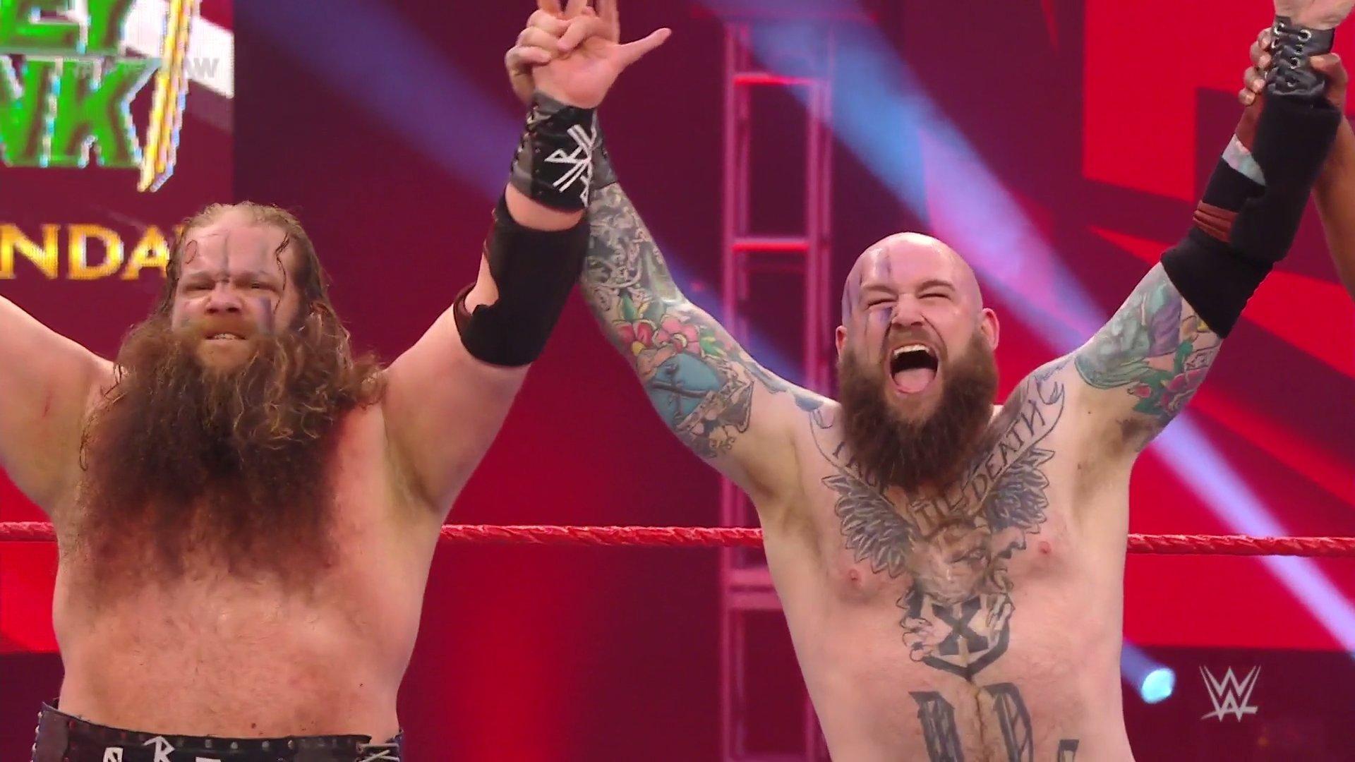 WWE RAW (4 de mayo 2020)   Resultados en vivo   A un paso de Money in the Bank 35