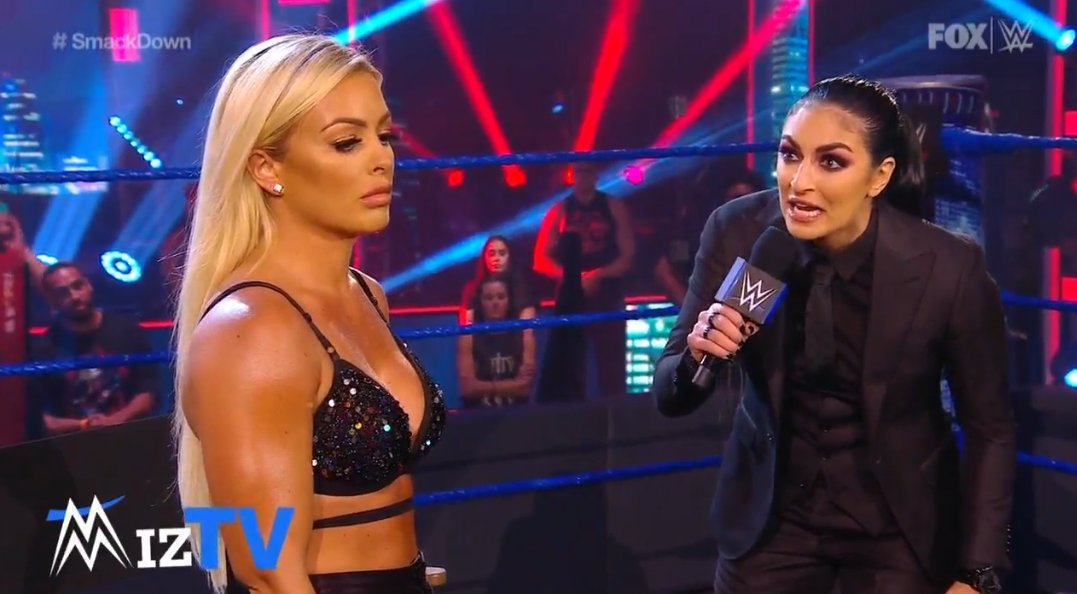Sonya Deville contra Mandy Rose
