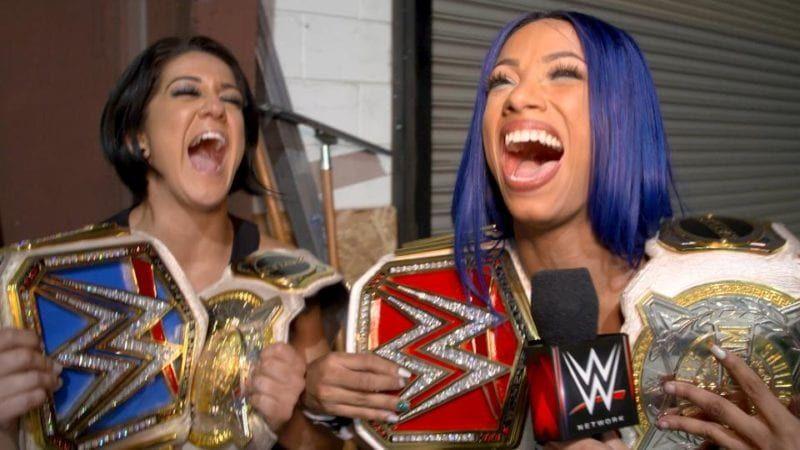 Sasha Banks y Bayley cuentan con nueva camiseta tras su éxito en Raw