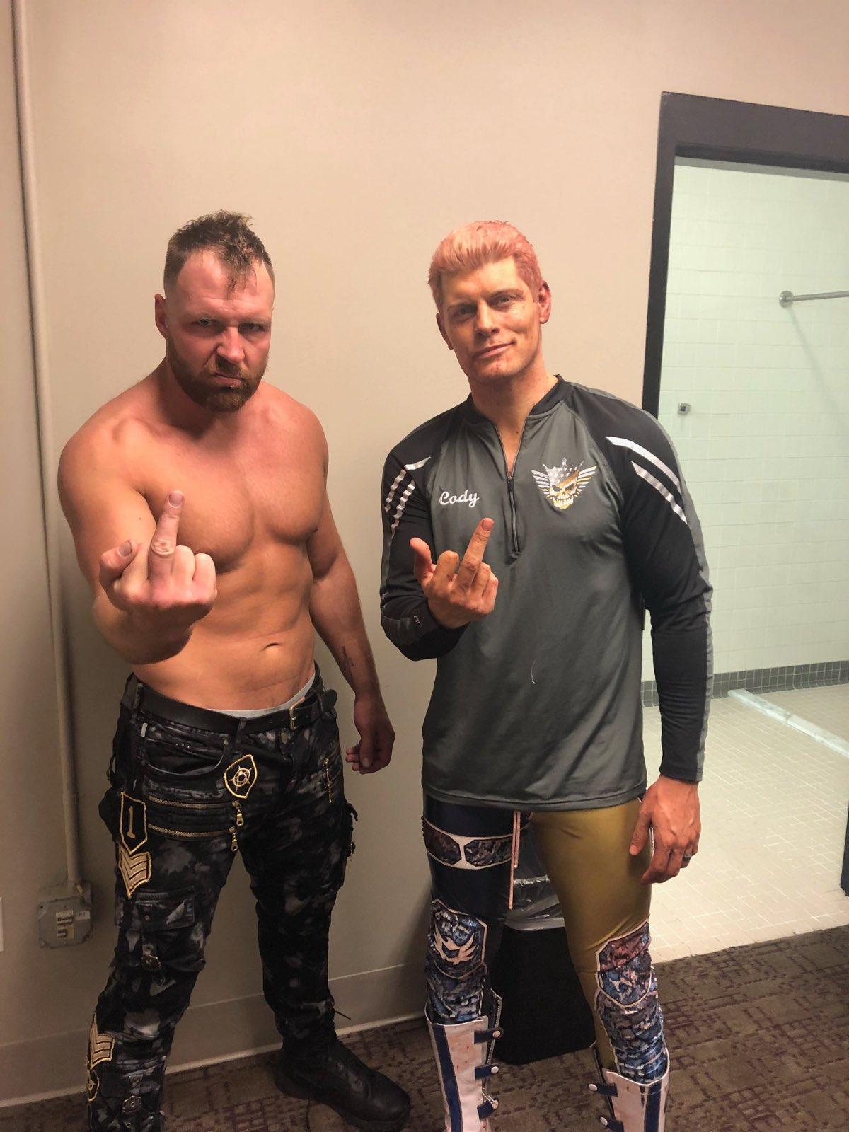 Jon Moxley et Cody Rhodes dans AEW Double or Nothing envoient un message à la WWE / AEW