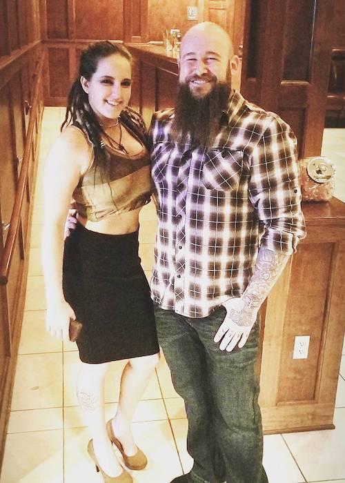 Sarah Logan y Raymond Rowe (Erik). El tatuaje de Sarah Logan