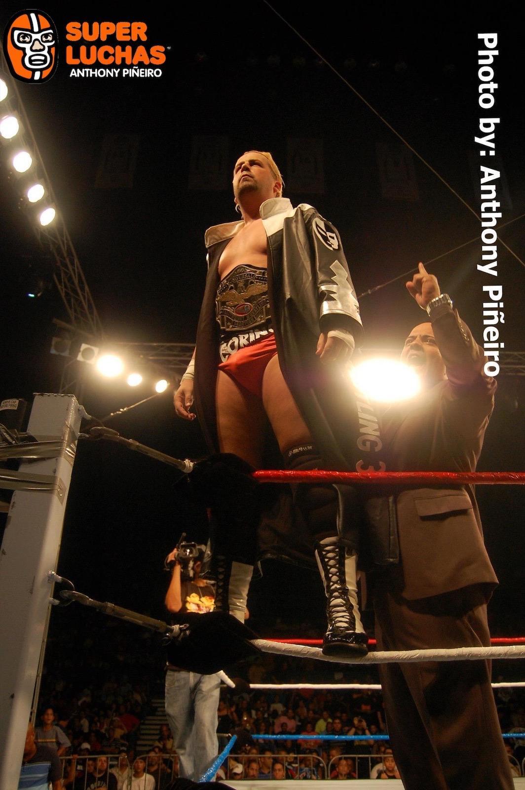 WWC presenta en su totalidad Aniversario 2009 - Máscara vs Cabellera entre Ray Gonzalez y La Pesadilla (Epico) 2