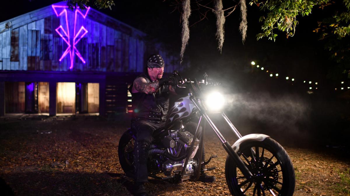 The Undertaker en su motocicleta en WWE WrestleMania 36 / WWE The Undertaker vs AJ Styles