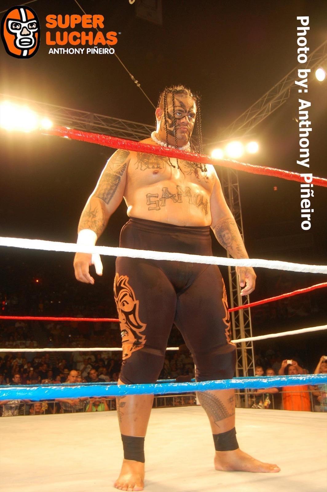 WWC presenta en su totalidad Aniversario 2009 - Máscara vs Cabellera entre Ray Gonzalez y La Pesadilla (Epico) 1
