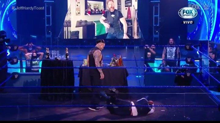 WWE SMACKDOWN (3 de julio 2020) | Resultados en vivo | Sheamus brinda por Jeff Hardy 22 Jeff Hardy no tomó alcohol