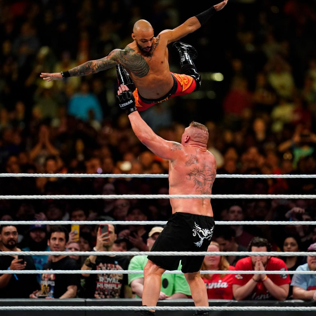 Ricochet en contra de Brock Lesnar