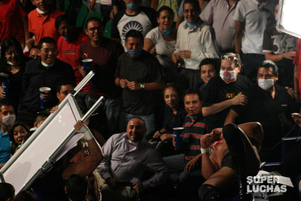 cubrebocas en WWE