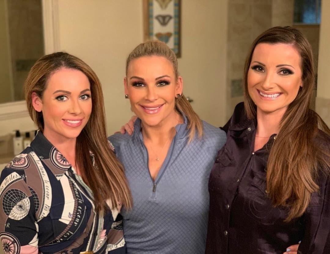 Jenni Neidhart, Natalya y Kristin Culbreth / Instagram.com/harttotable Natalya presenta a su hermana Jenni Neidhart