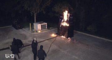 Los ninjas de Akira Tozawa usan bombas molotov en WWE Raw (03.08.2020) - WWE