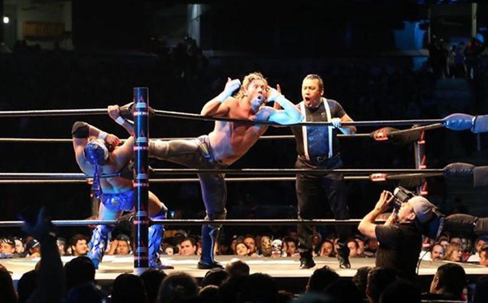 Kenny Omega, The Young Bucks y Jon Moxley en AAA
