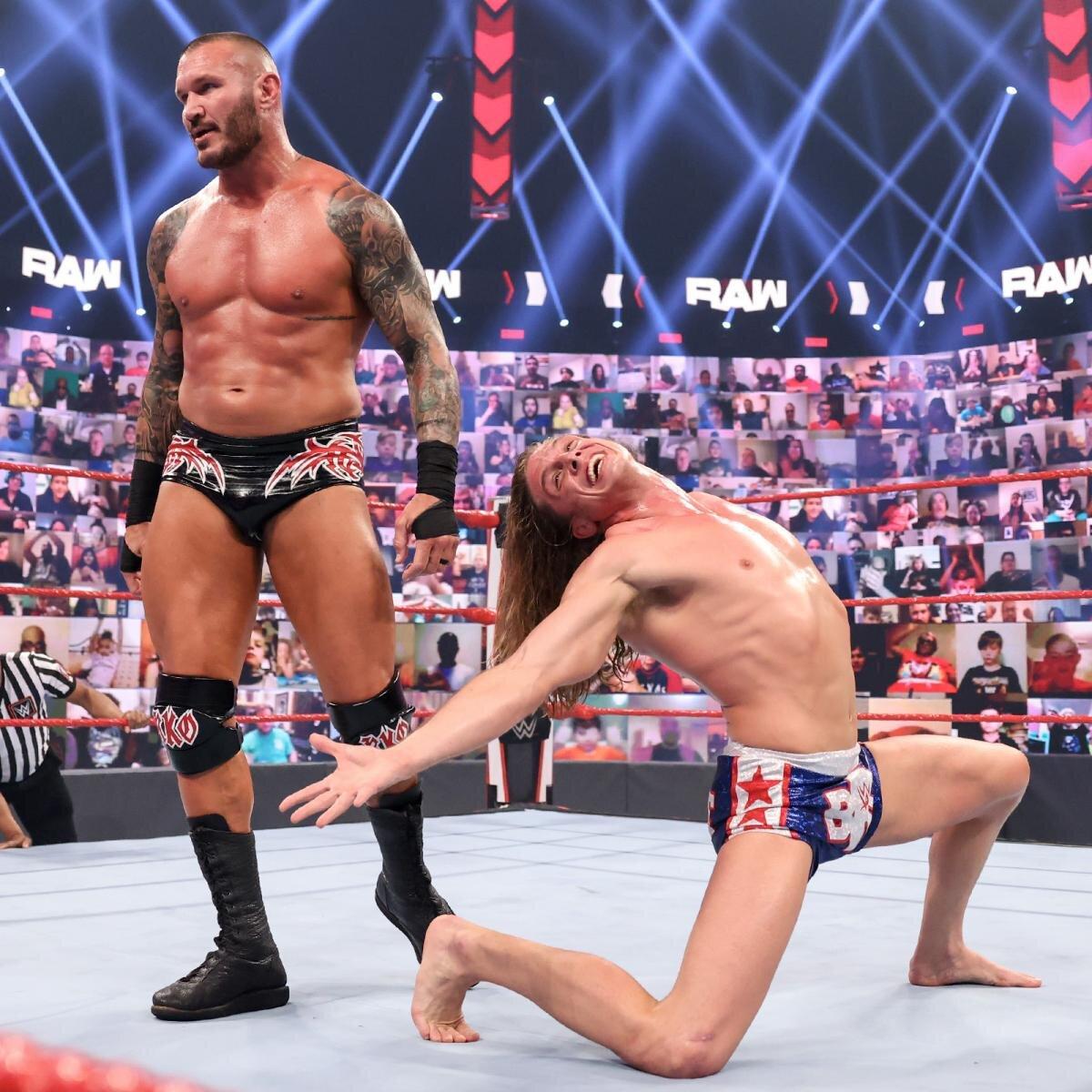 Randy Orton y Riddle en Raw WWE
