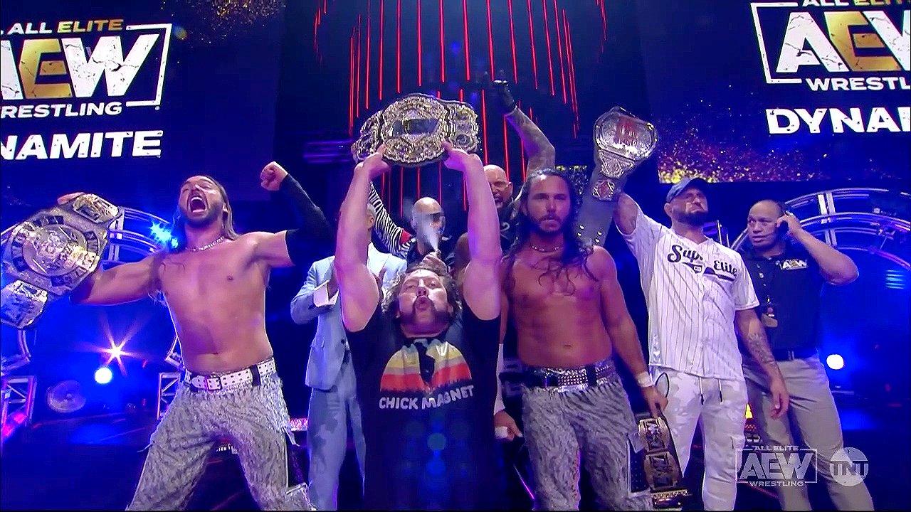 The Elite en AEW Dynamite y Kenny Omega con una camiseta de Chick Magnet en alusión a CM Punk (18/08/2021) / AEW
