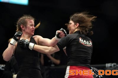 Roxanne Modafferi vs Jen Howe una de las mejores peleas en la historia de las MMA Femeniles. 3
