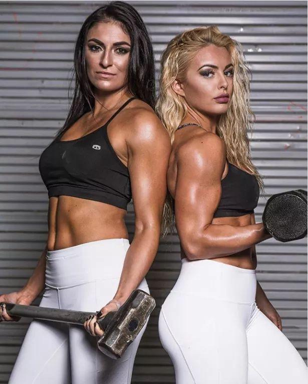 Sonya Deville y Mandy Rose