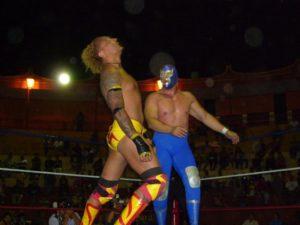 Imágenes: Blue Demon Jr. y Rayman vencen Cesar Dantes y Veneno en Dantes Lucha Factory. 10
