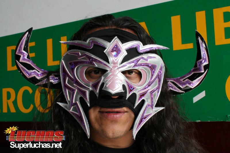 LXN Presenta Desafío 2011 – Psicosis reforzara al Team DWE – Vampiro Sr. vs Hugo Savinovich 1