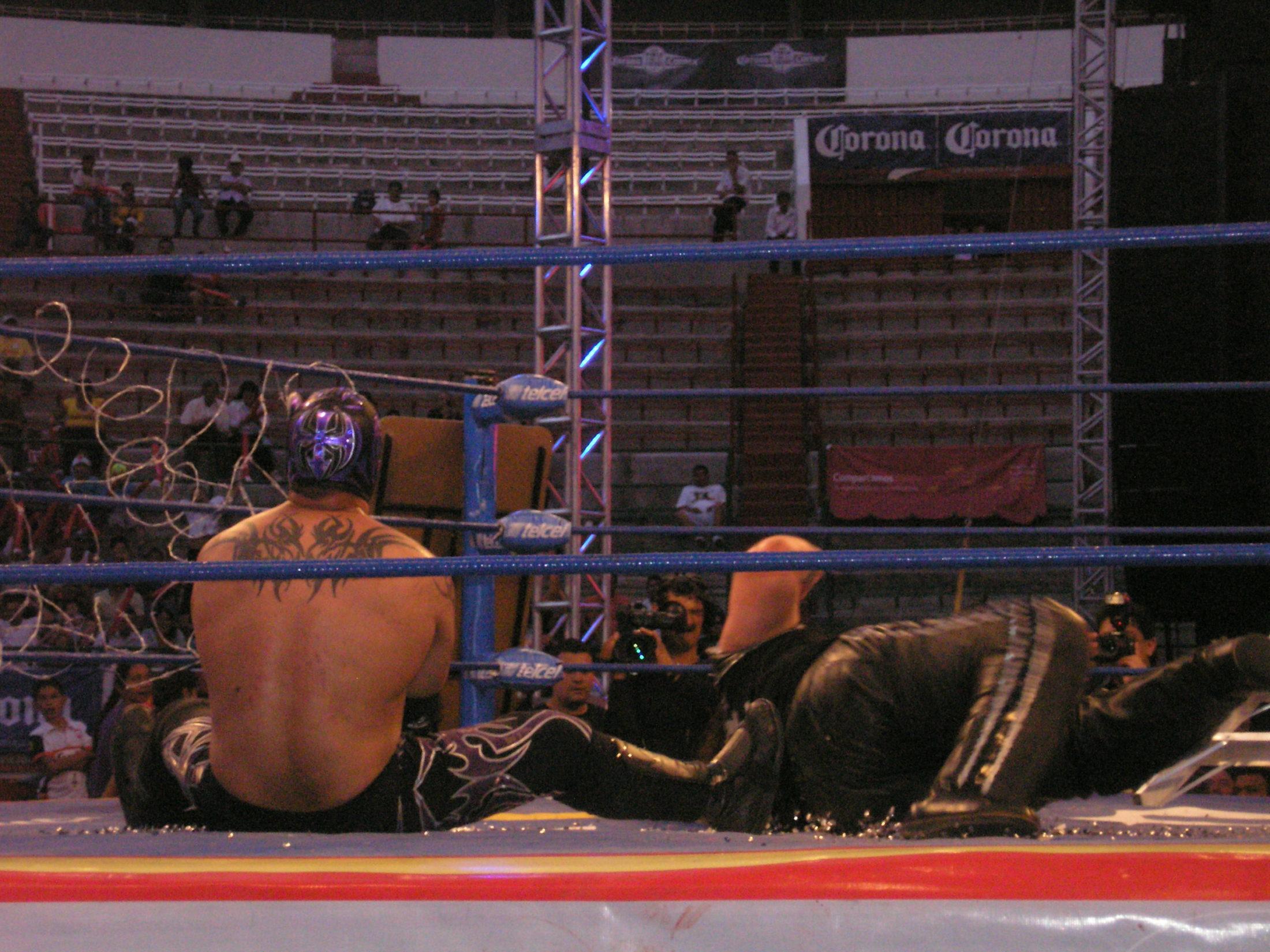 AAA Verano de Escándalo 2011 (resultados 31 de Julio) ¡Jeff Jarrett retiene con la ayuda del Zorro enmascarado!- X- Fly pierde la cabellera- Pimpinela nueva Reina de reinas 4