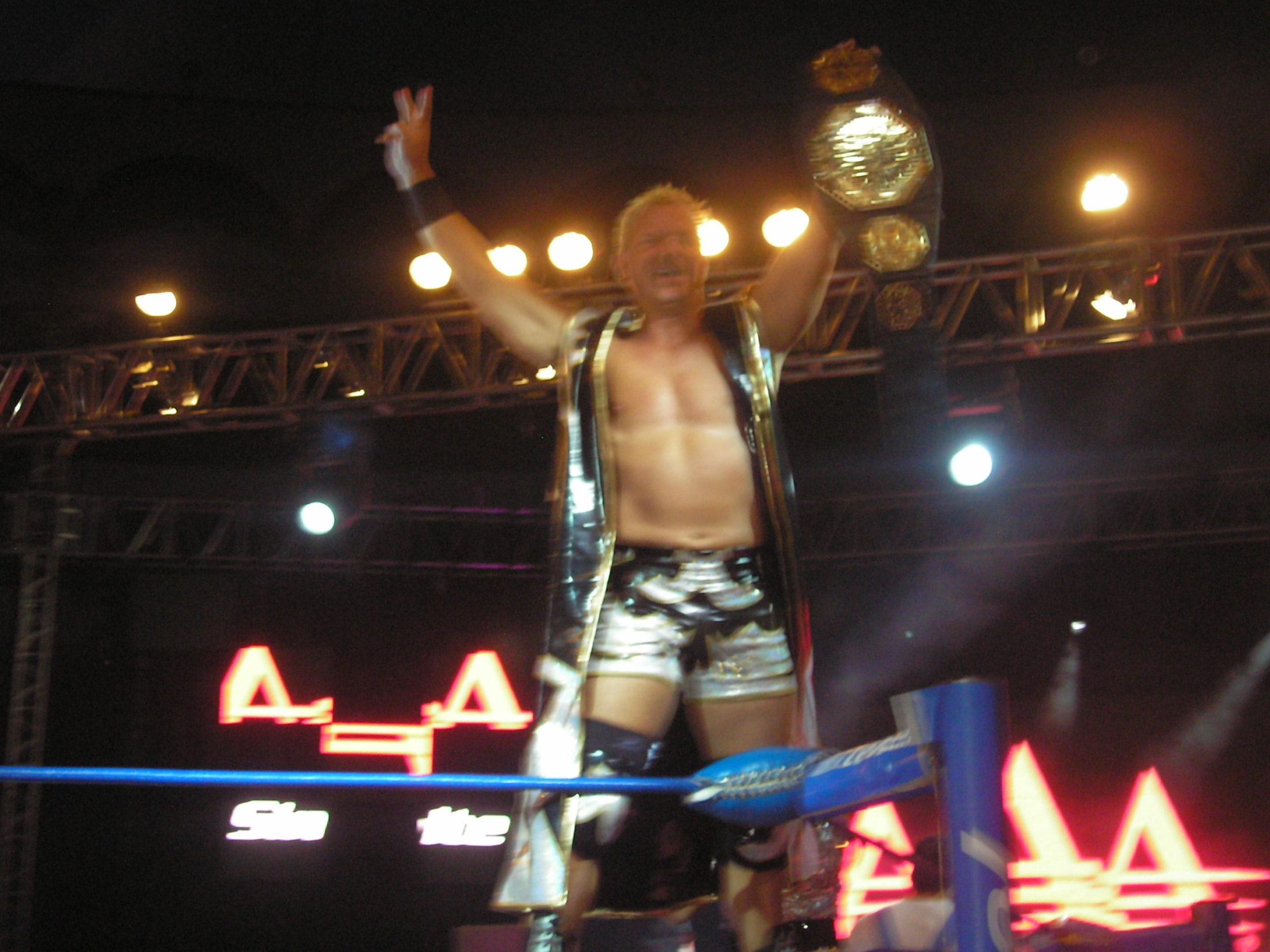 AAA Verano de Escándalo 2011 (resultados 31 de Julio) ¡Jeff Jarrett retiene con la ayuda del Zorro enmascarado!- X- Fly pierde la cabellera- Pimpinela nueva Reina de reinas 5