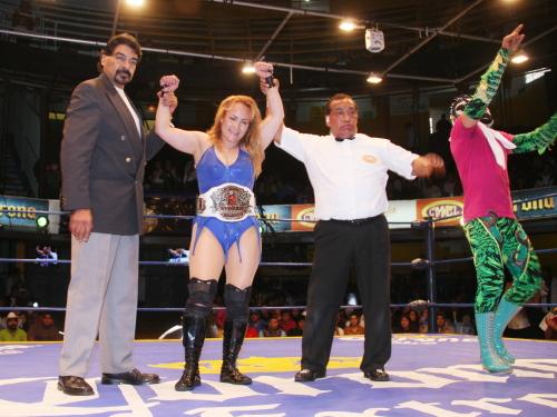Lady Apache nueva campeona femenil Pro Wrestling Revolution / imagen cmll.com