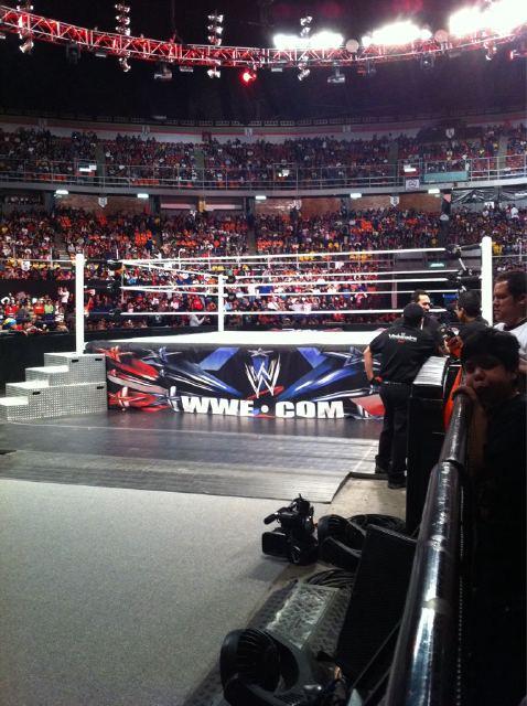 Escenario de las grabaciones de WWE RAW SuperShow desde el Palacio de los Deportes en Ciudad de México, México (15.10.11) / Twitter.com/RBolanosA