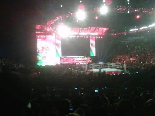 La bandera de México en el Titantron - RAW en el Palacio de los Deportes (15.10.11) / Twitter.com/xucoatl
