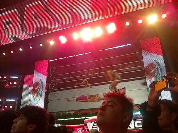 Eve Torres (con Kelly Kelly) vs. Natalya - RAW en el Palacio de los Deportes (15.10.11) / Twitter.com/TheGateKeeper26
