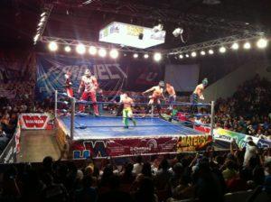 X-Project (19 febrero 2012) - Por tercera ocasión en la jornada la gente lanza dinero al ring