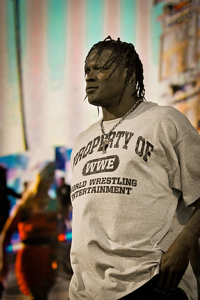 R-Truth en Tribute to the Troops / Wikipedia.org