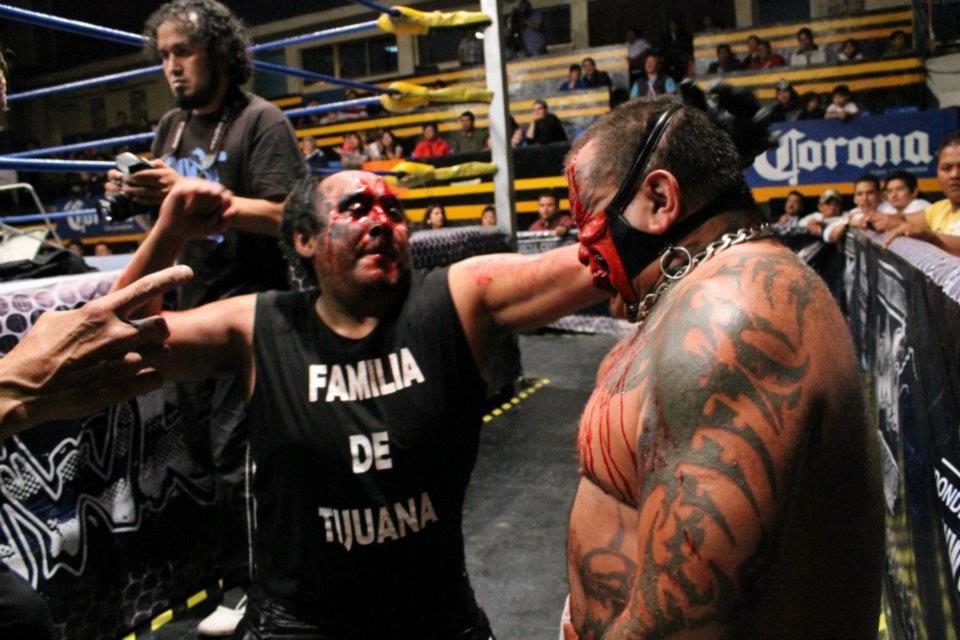 IWRG (Resultados 22 de marzo): Bestia 666, nuevo Campeón Junior de Junior's - La Familia de Tijuana triunfa con una colmillada 3
