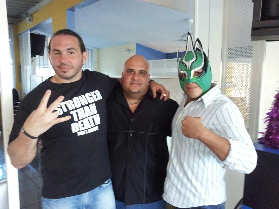 El ex-WWE, Matt Hardy; el presidente de PRWA, Víctor Siebens (Metal Blade) y el ex-AAA México, Laredo Kid.