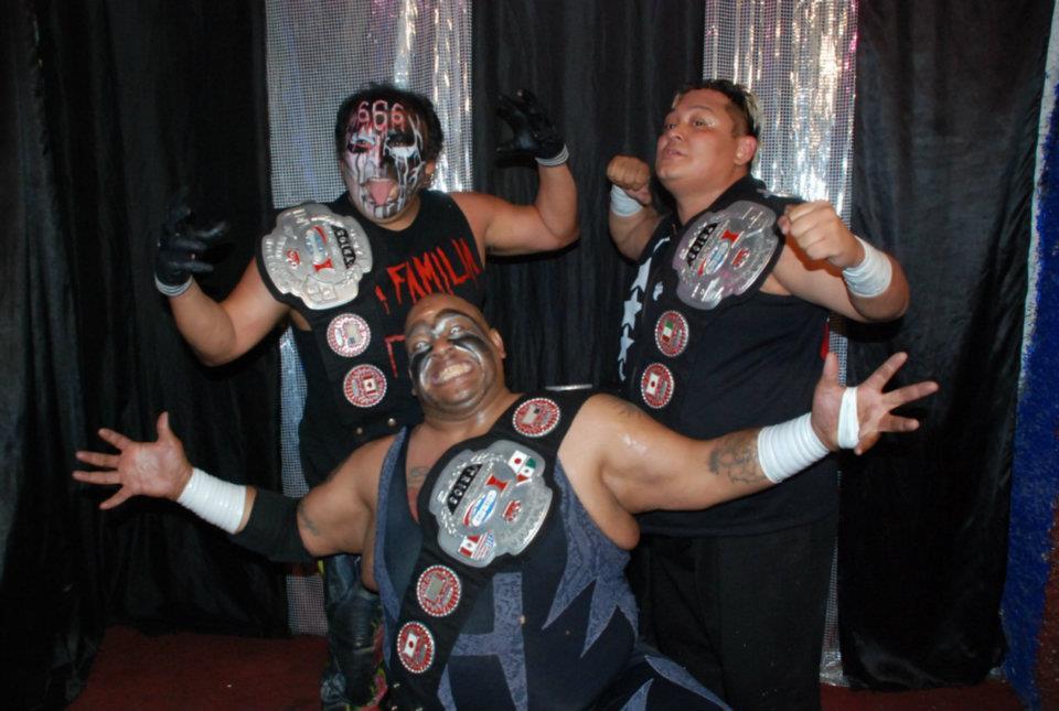 IWRG (Resultados 27/Mayo/12): La Familia de Tijuana, nuevos reyes de tríos  1