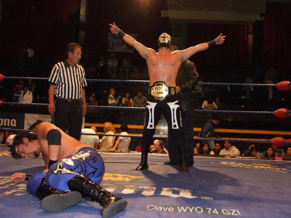 IWRG (Resultados 01/07/12): Hijo de Máscara Año 2000 salva su máscara y se convierte en el nuevo Campeón Junior de Junior's 1