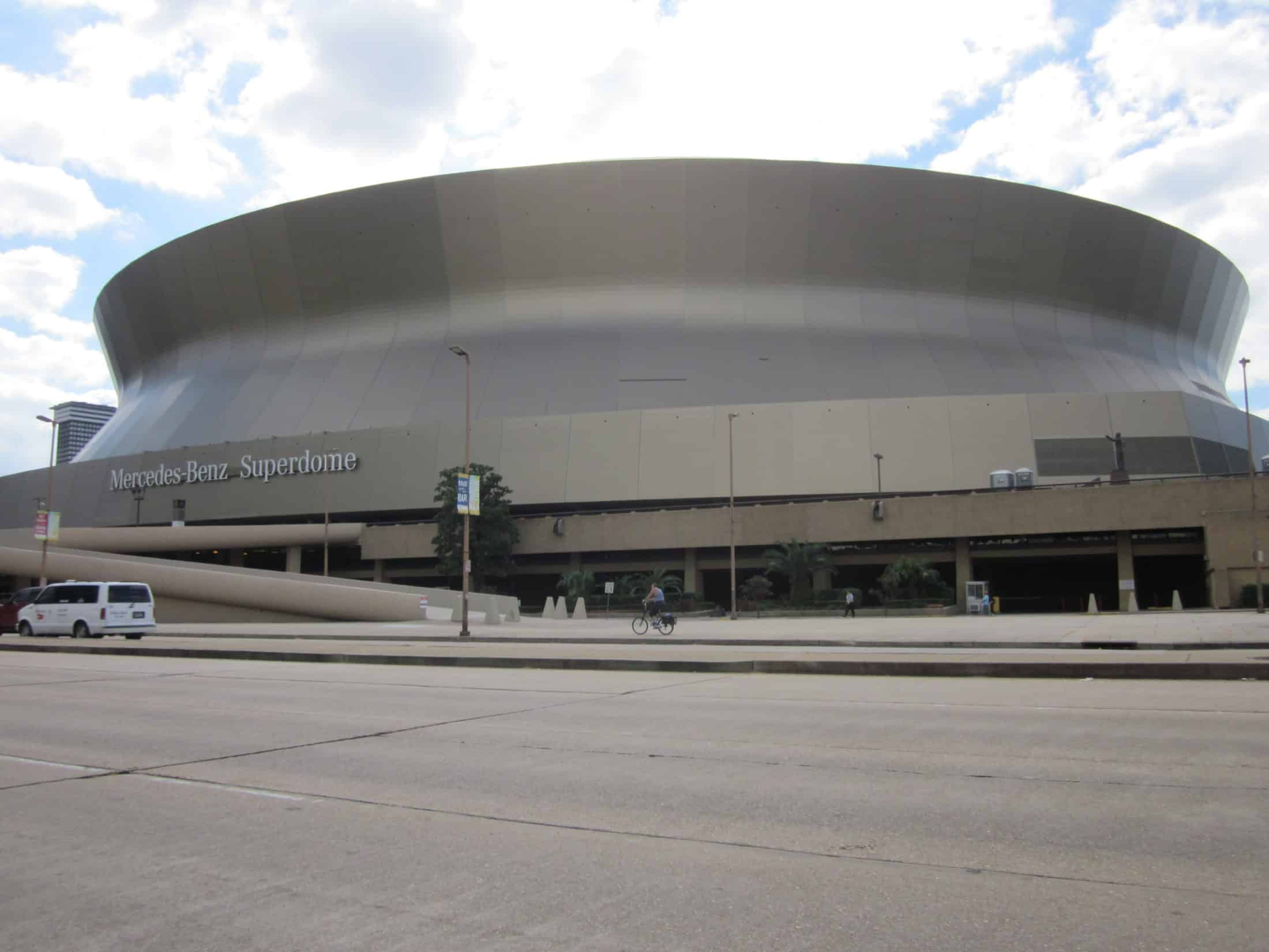 "New Orleans ""Mercedes Benz Superdome / wikimedia.org Photo by Infrogmation"