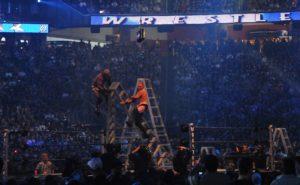 Christian y Shelton Benjamin caen desde lo alto de la esclera en WWE WrestleMania 25 / Photo by: jrandallc - Flickr.com