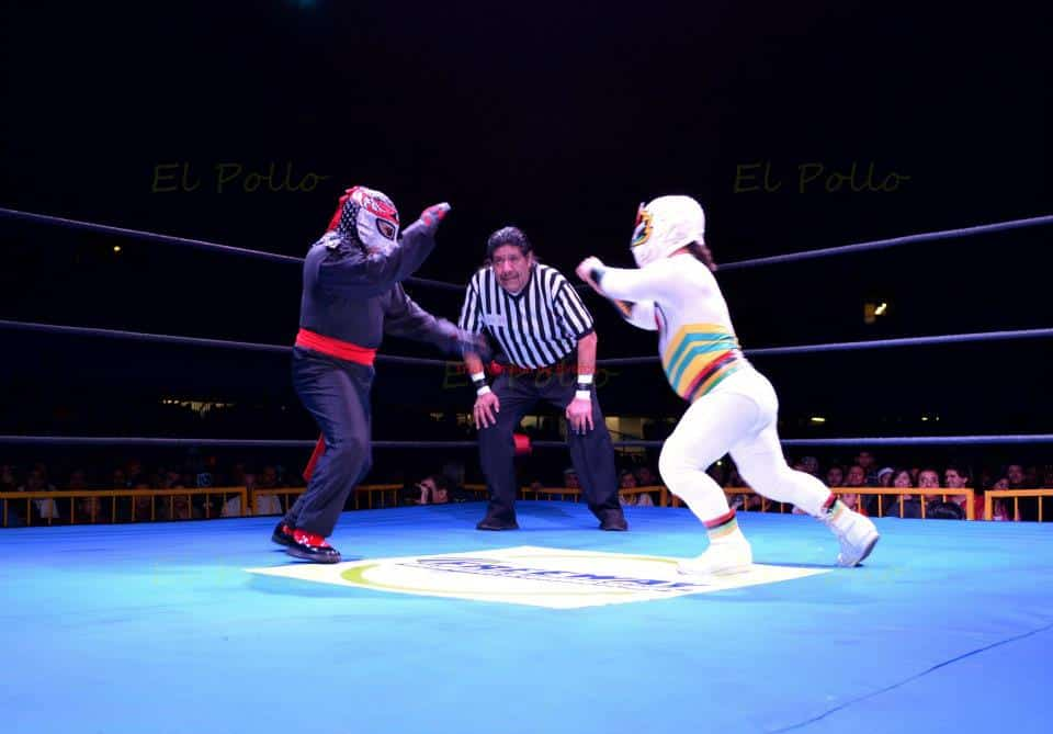 Octagoncito vs. Mascarita Sagrada / Photo by: El Pollo