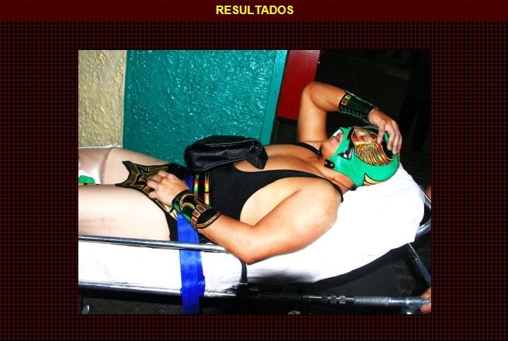 """Höruz sale lesionado en la primera fase del Torneo """"Sangre Nueva 2013"""" / Arena México – 26 de febrero de 2013 / Captura de pantalla por Dement X-treMEX 187 – www.cmll.com"""