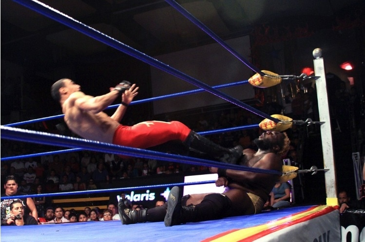 Imágenes: @Lucha_Libre_AAA presenta a Willie Mack y AR Fox en #AAASinLímite 6
