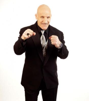 Bruno Sammartino con su Anillo del Salón de la Famma WWE Clase 2013 (6/4/13) / Twitter.com/WWE
