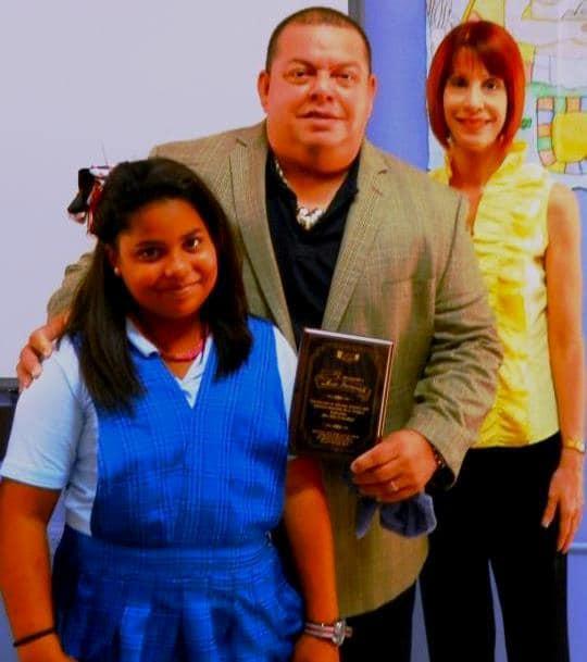 Hugo Savinovich reconocido por los estudiantes y personal de la escuela elemental, Antonio Roig, de Humacao, Puerto Rico